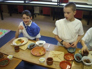 P4-7 took part in a Roman feast which they helped tp prepare along with Mrs Beaton from TRA.